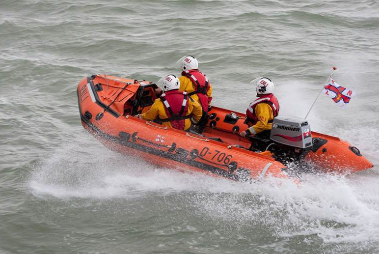 Margate inshore lifeboat rescues three